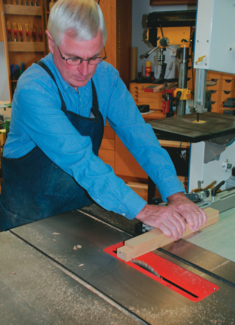 Cutting the tenons on the saw bench