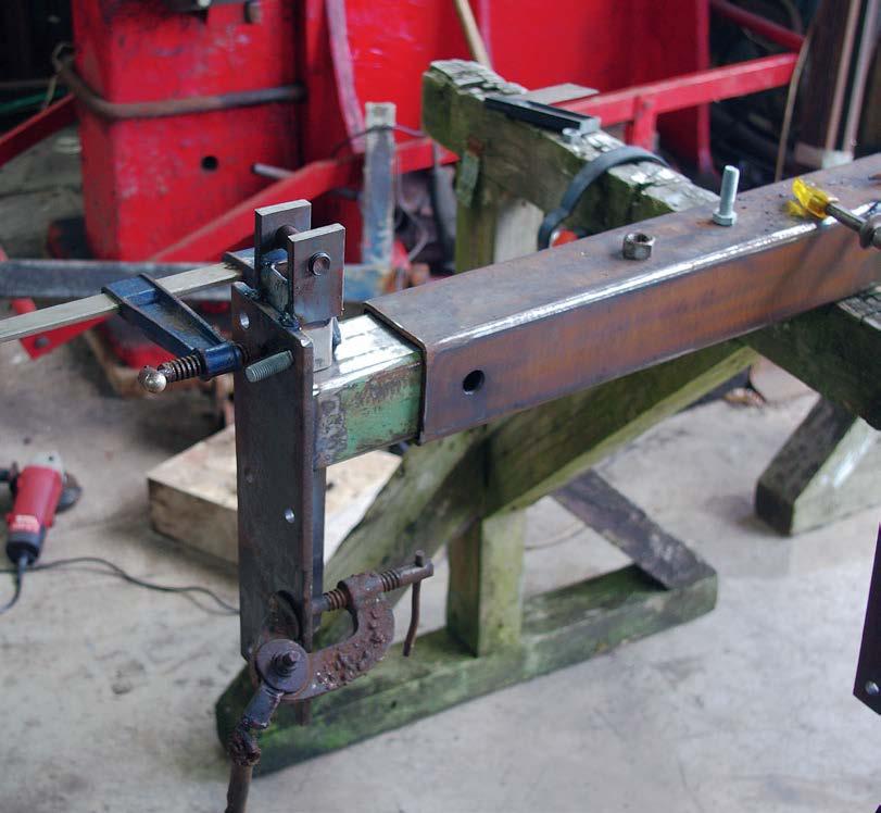 Ensure U-shaped jack mount is cented on the tube