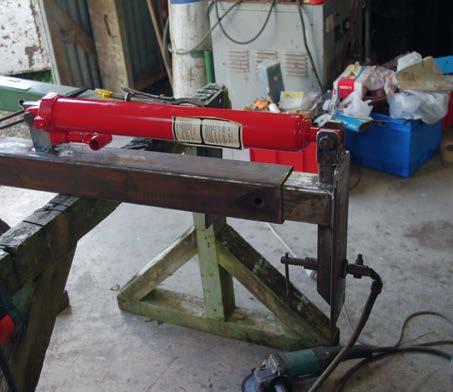 Three-tonne, long-stroke bottle jack provides lifting power