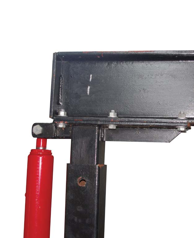 Detail of ttop plate bolted to I-Beam. Note gusset (right) and jack mount(left) welded to the plate and stanchion