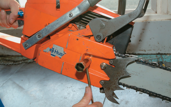 Tightening the bar in place. Note the elevation of the machine to apply upward pressure to the bar