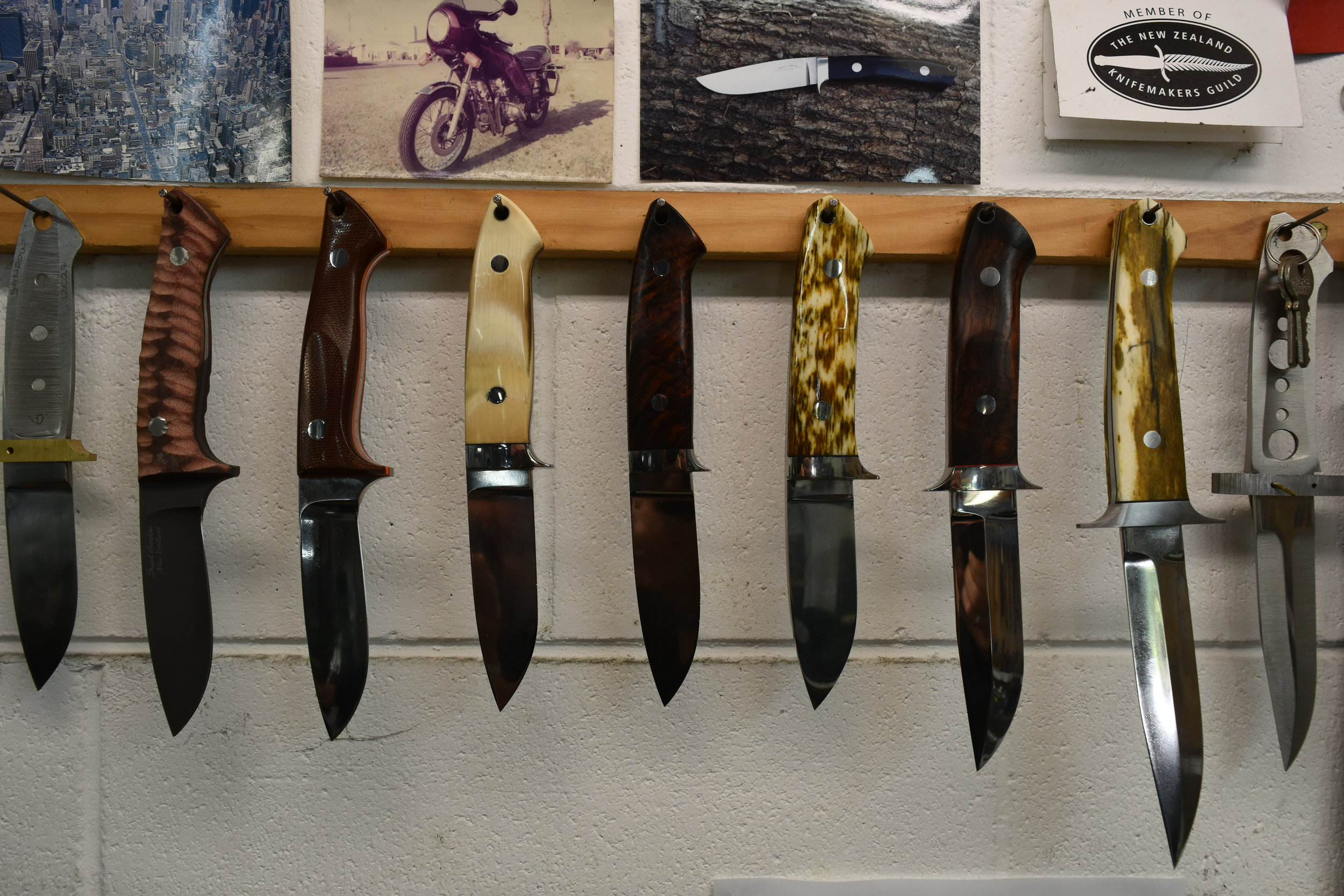 Here is a small selection of Brent's fantastic skills, a selection of Loveless-Style blades with unique handles. Second in from left a red Micatta, brown Micatta, interior Mamouth tusk, crutch Cocobolo, Giraffe bone, Arizona Ironwood and another Giraffe bone.