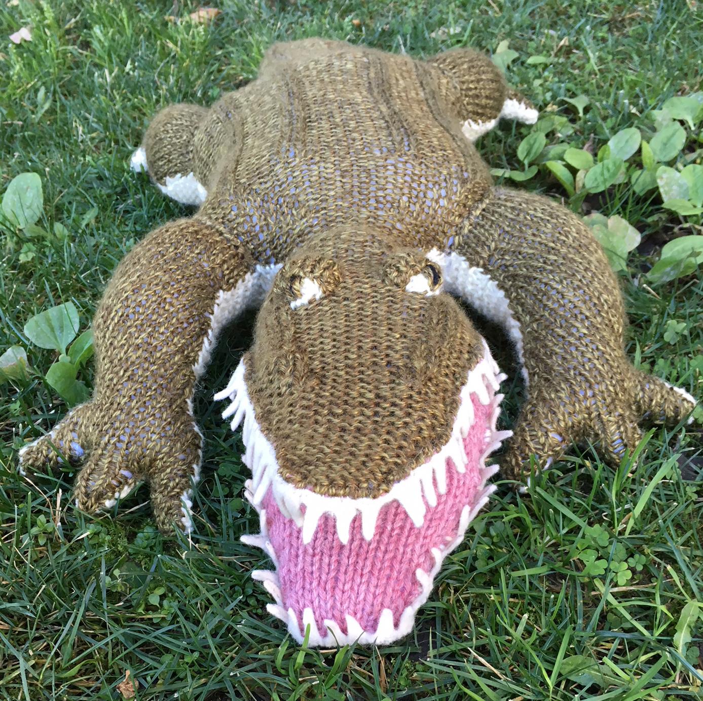 knit alligator by elisemade