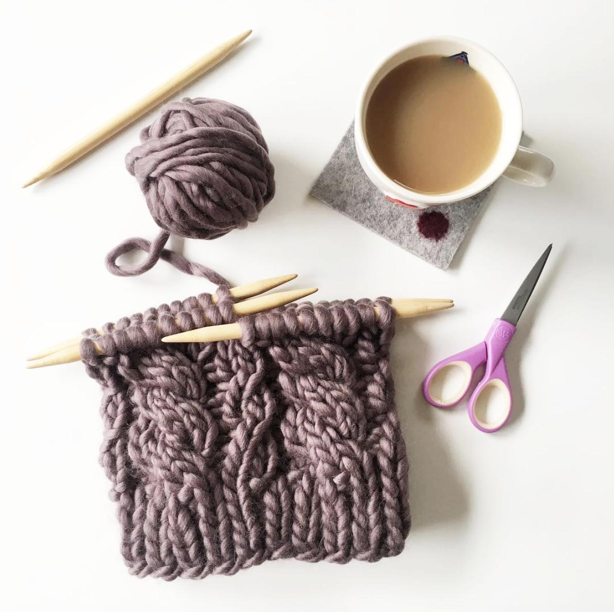 elisemade-purple-chunky-cable-knitting-winter-hat-yarn-tea-diy
