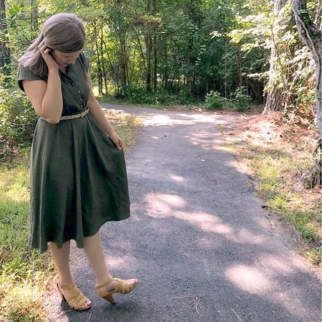 The Penny Dress Blog Tour starts today! I'm sharing this olive stretch linen version on the blog, as well as info on how to win a pattern from @sewoveritlondon! Make sure you head to @threadbeargarments @metterlink and @eleonore_creative to see their versions today! Thanks to @stahlarbeit and @mariefleurine for hosting!