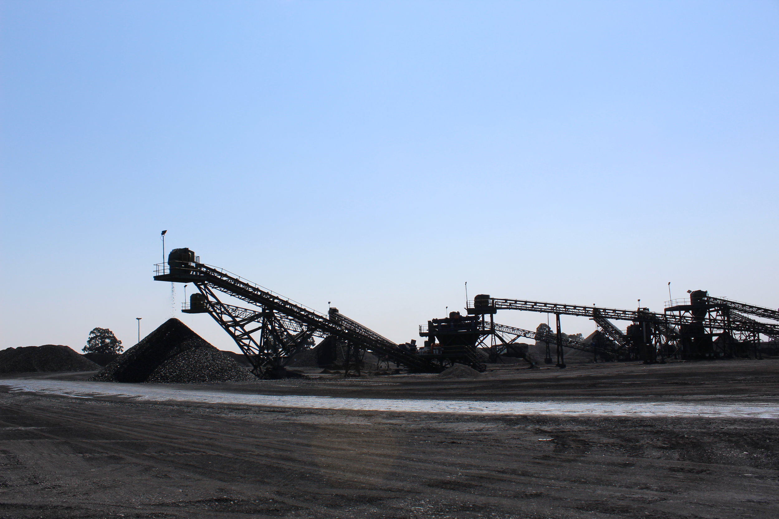 Phalanndwa produces coal that is sold on the local market (30%) and the export market (70%).