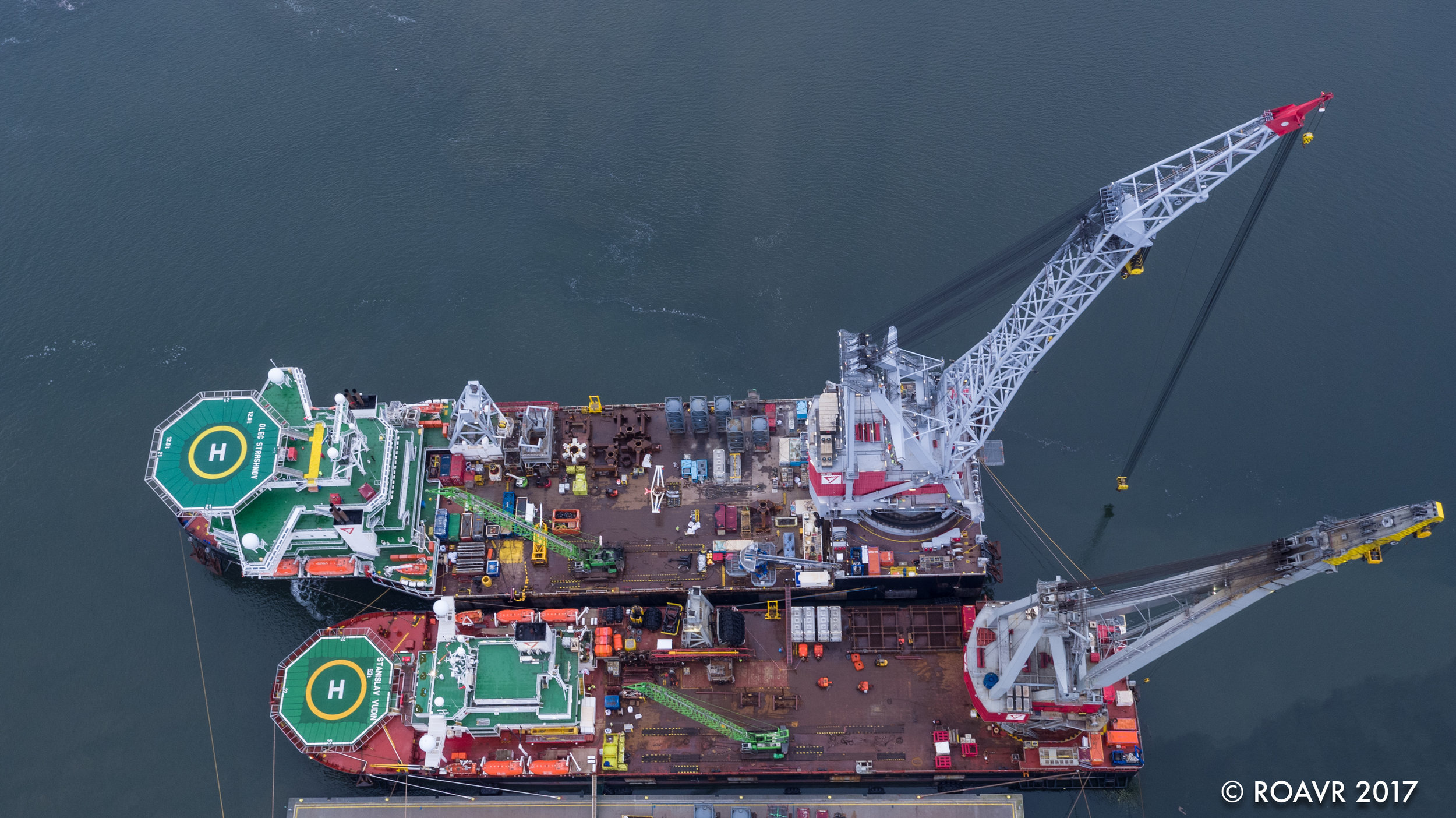 Crane ships Oleg Strashnov and Stanislav Yudin