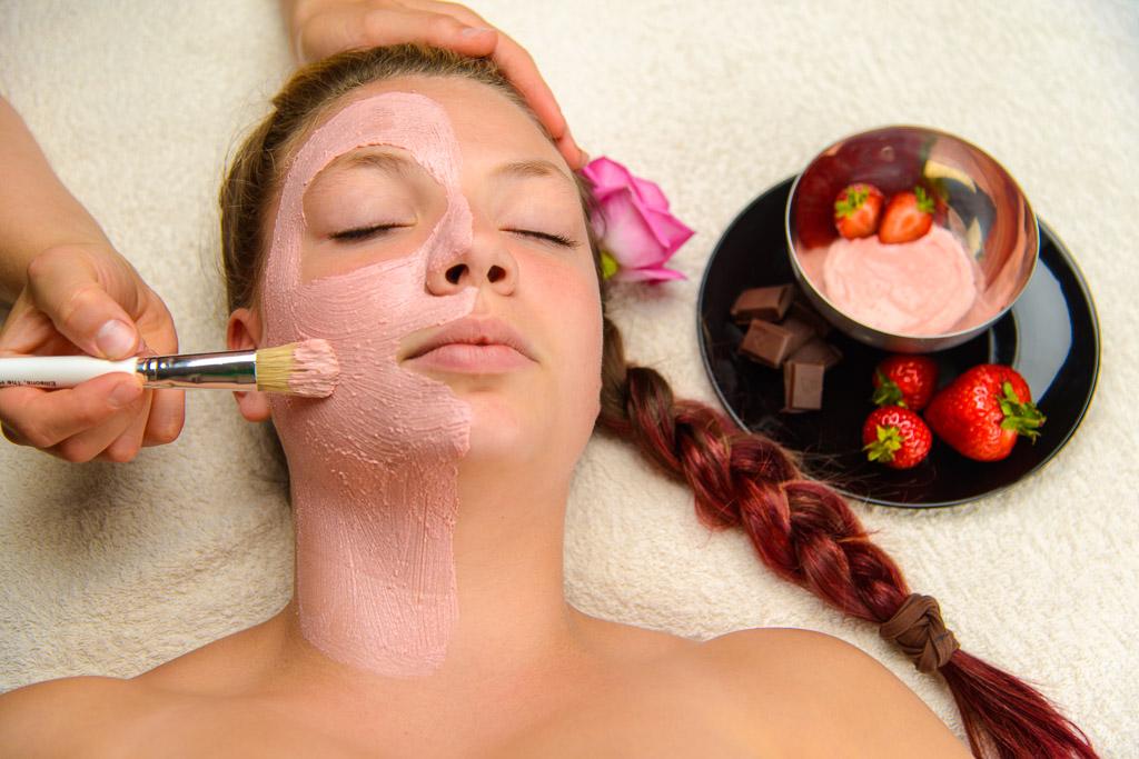 Natural Facial, Massage, Fruit mask