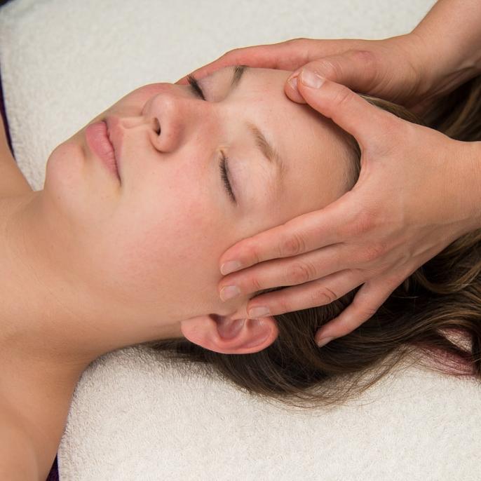 Aromatherapy Facial Massage