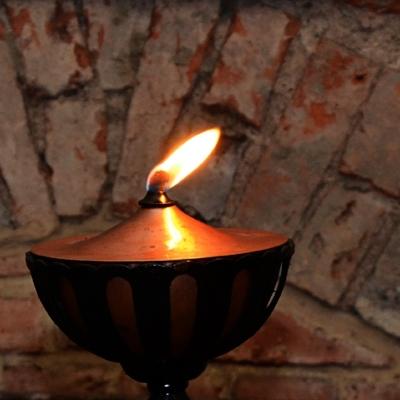 oil-lamp-1342419_1920.jpg