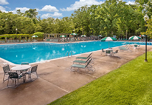 GlenOaks_Amenities_pool_4.jpg