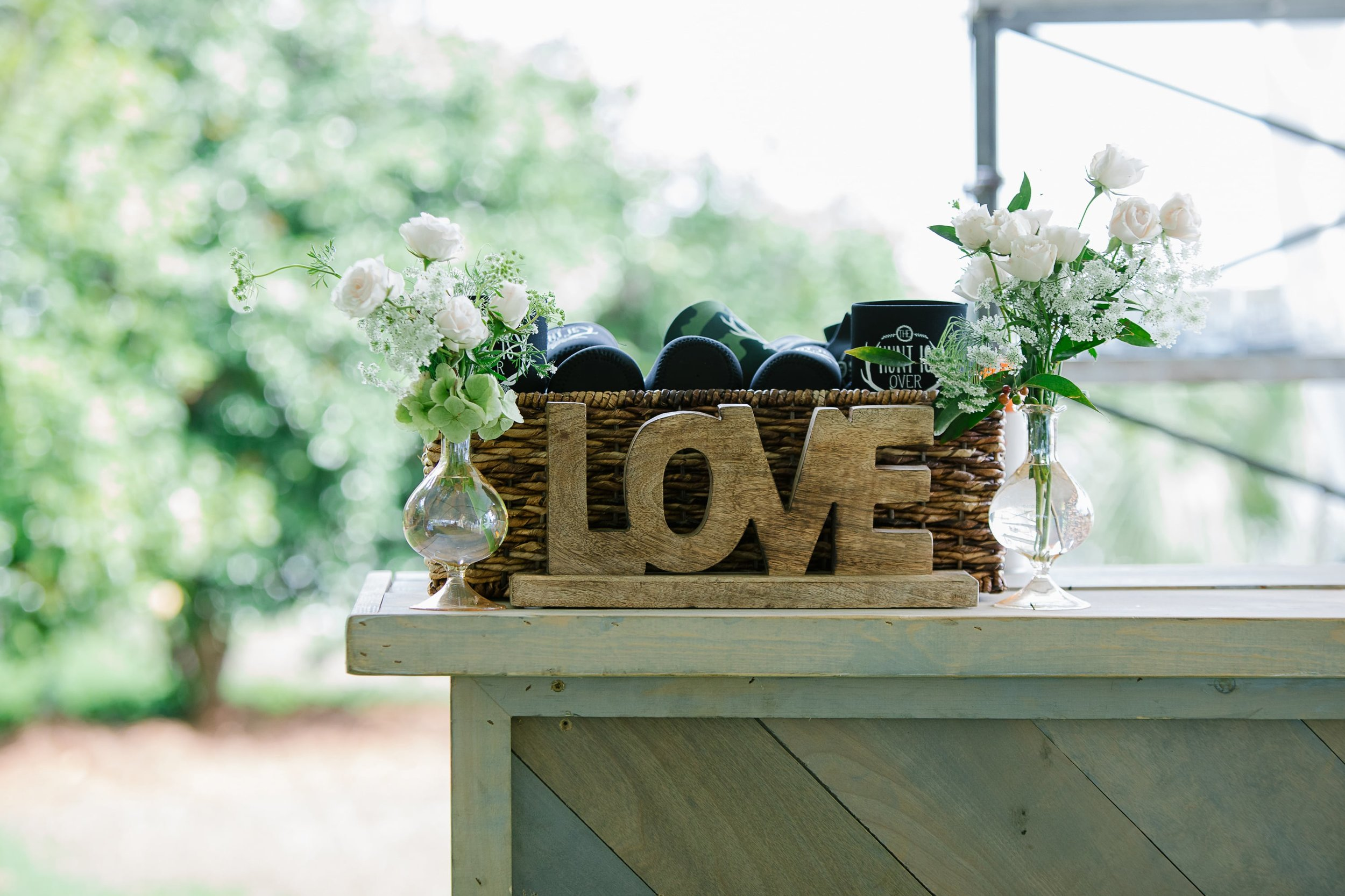 lowcountry-kitchen-catering-beaufort-sc-ben-and-margaret-gross-wedding-love-sign-min.jpg