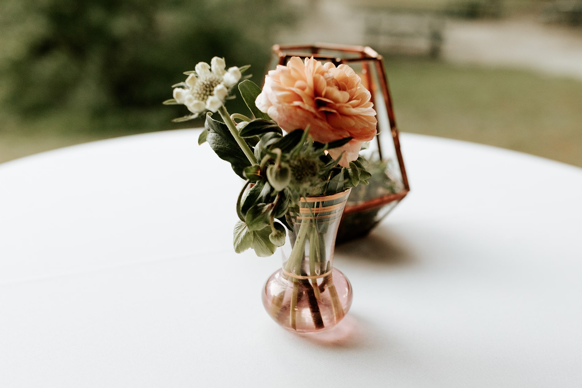 lowcountry-kitchen-catering-beaufort-sc-mary-grace-and-judd-kennedy-wedding-ceremony-table-flower-min.jpg