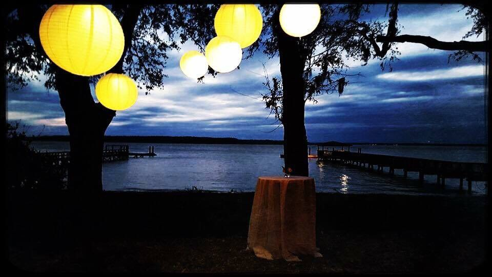 lowcountry-kitchen-catering-beaufort-sc-scott-and-robin-shay-wedding-outdoor-lighting.jpeg