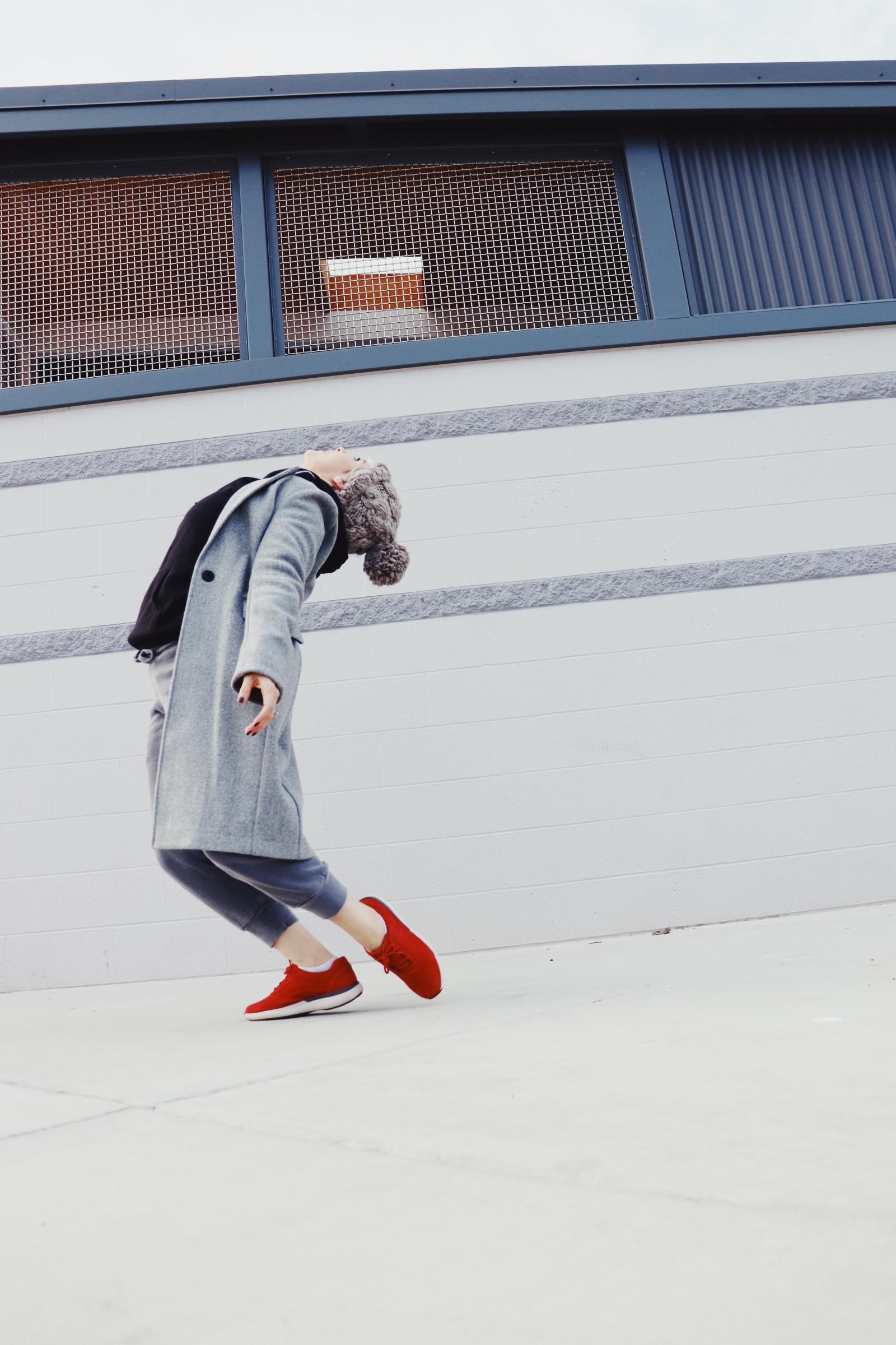 athlesurelibierblogallgrayandredshoes_93mx.JPG