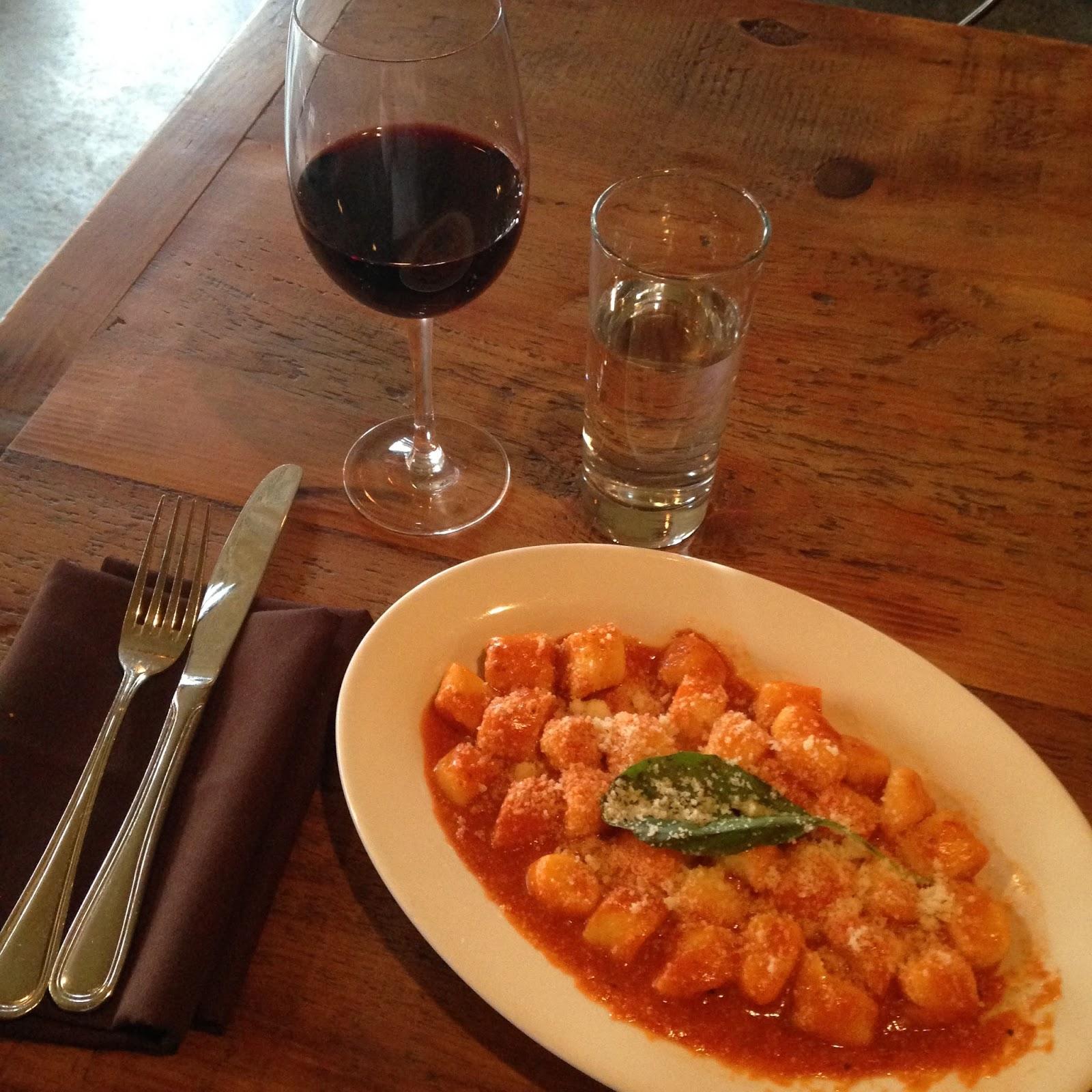 Gnocchi sem glutén, com manjericão e um vinho =)