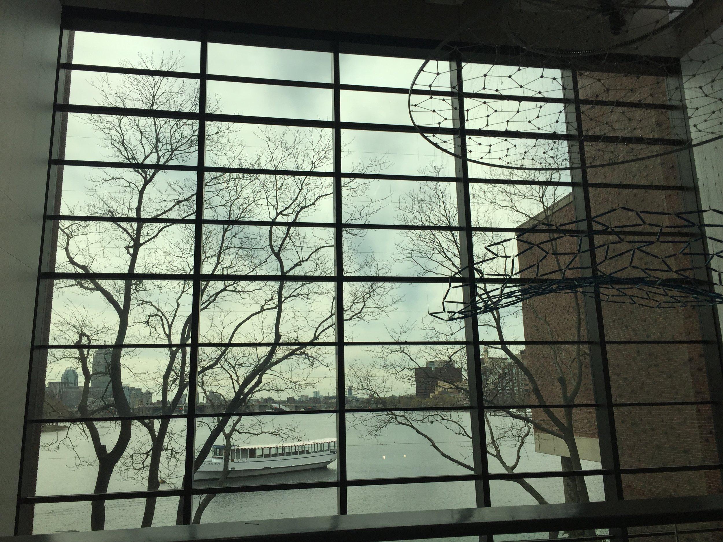 vista interna do museu para o rio