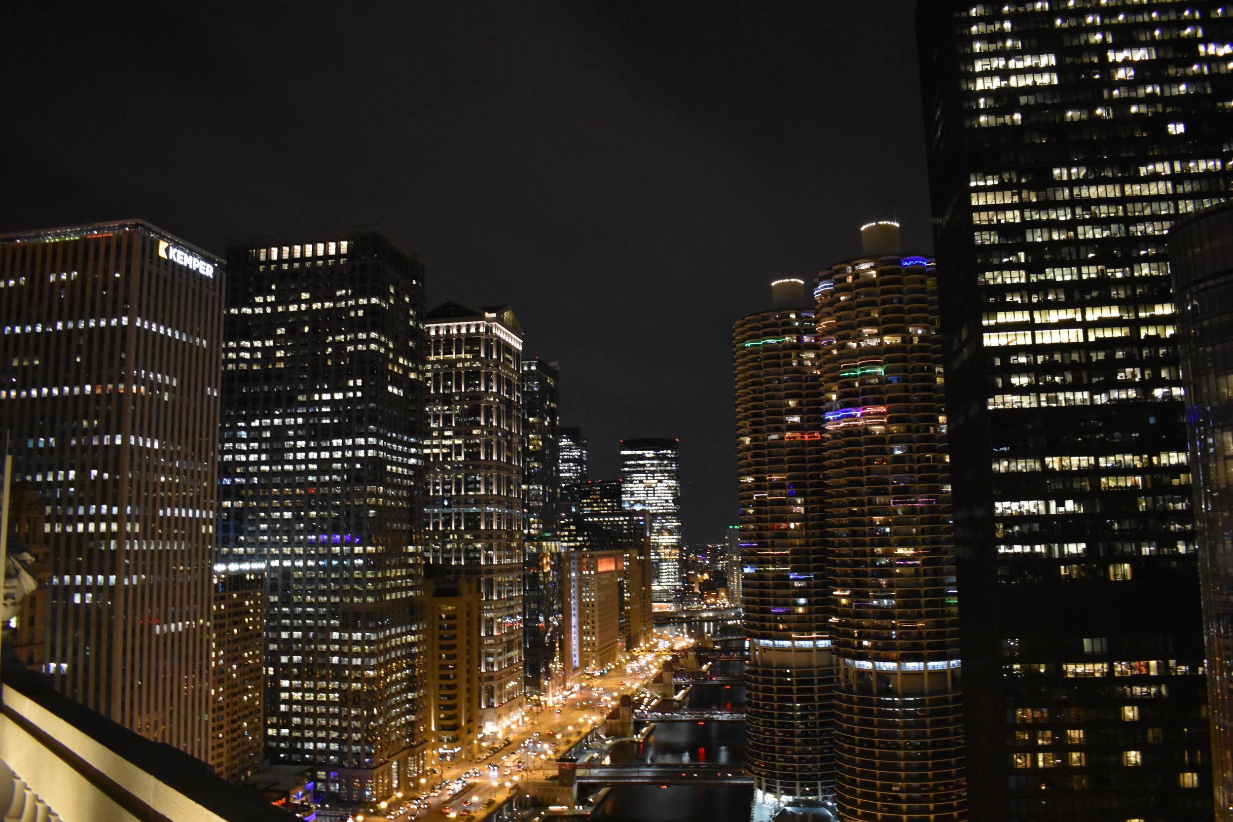 LondonHouse Rooftop, luzes da cidade e reflexo no Rio Chicago : ENCANTO!