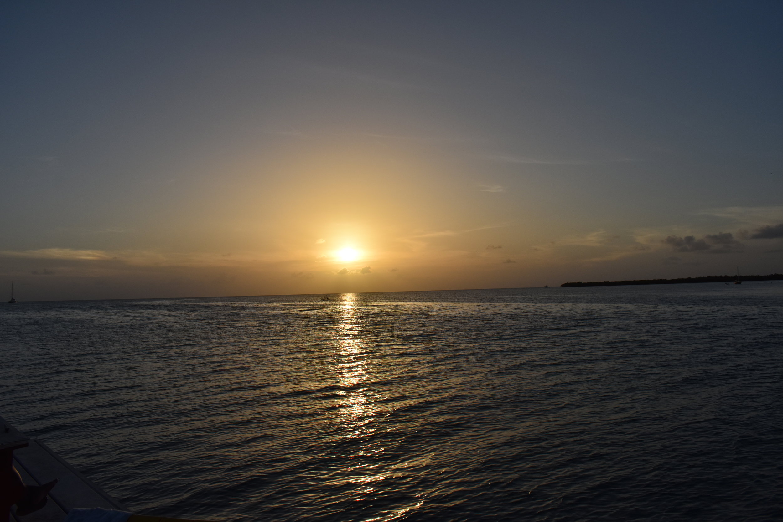 Por do sol visto no The Split, parte sul da ilha de Caye Caulker.