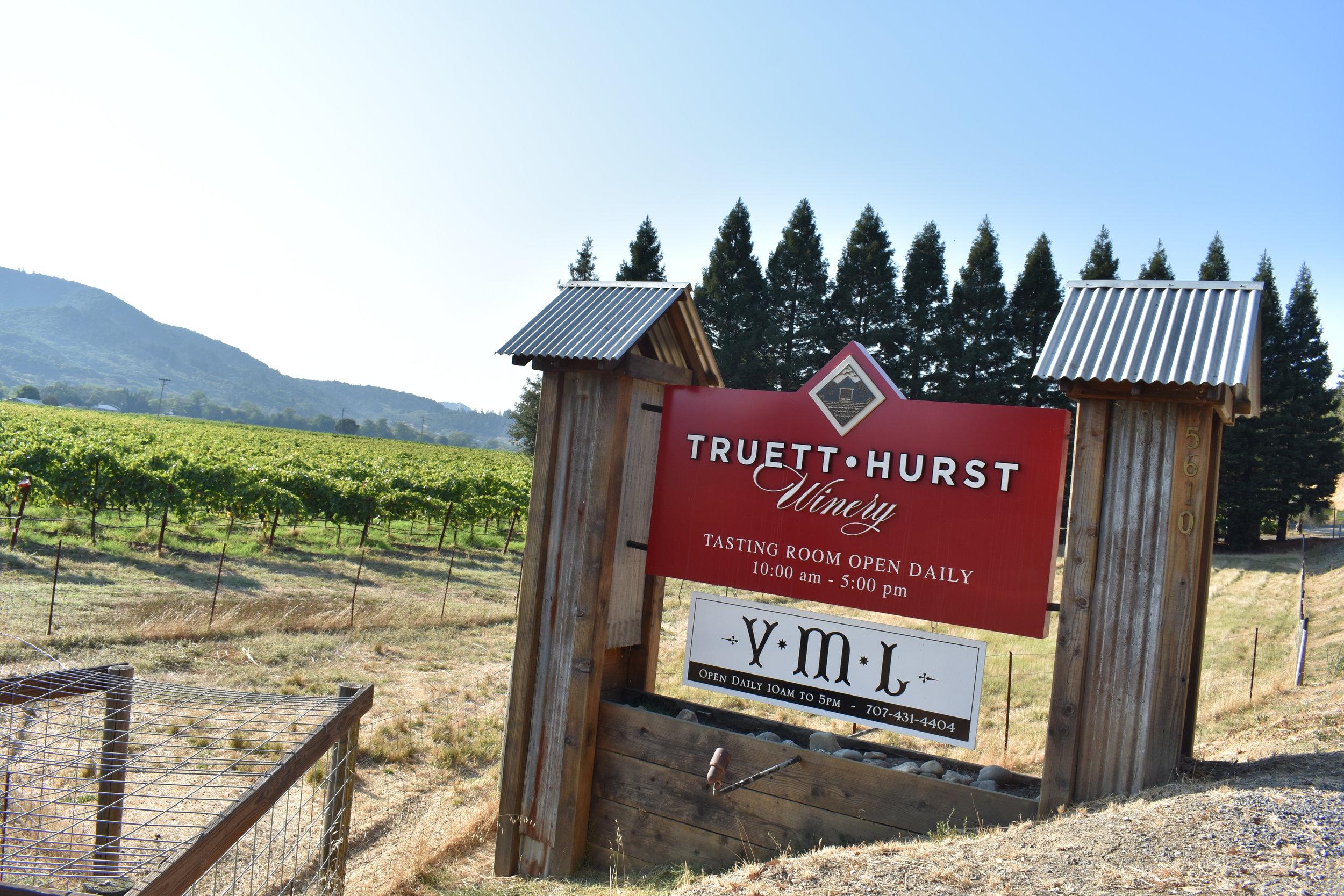 Entrada dos vinhedos VML e Truett Hurst, é aqui que finalizo a minha degustação