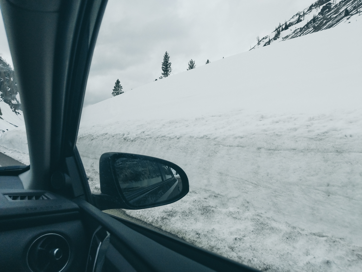 The snow between Mount Rushmore and Yellowstone National Park