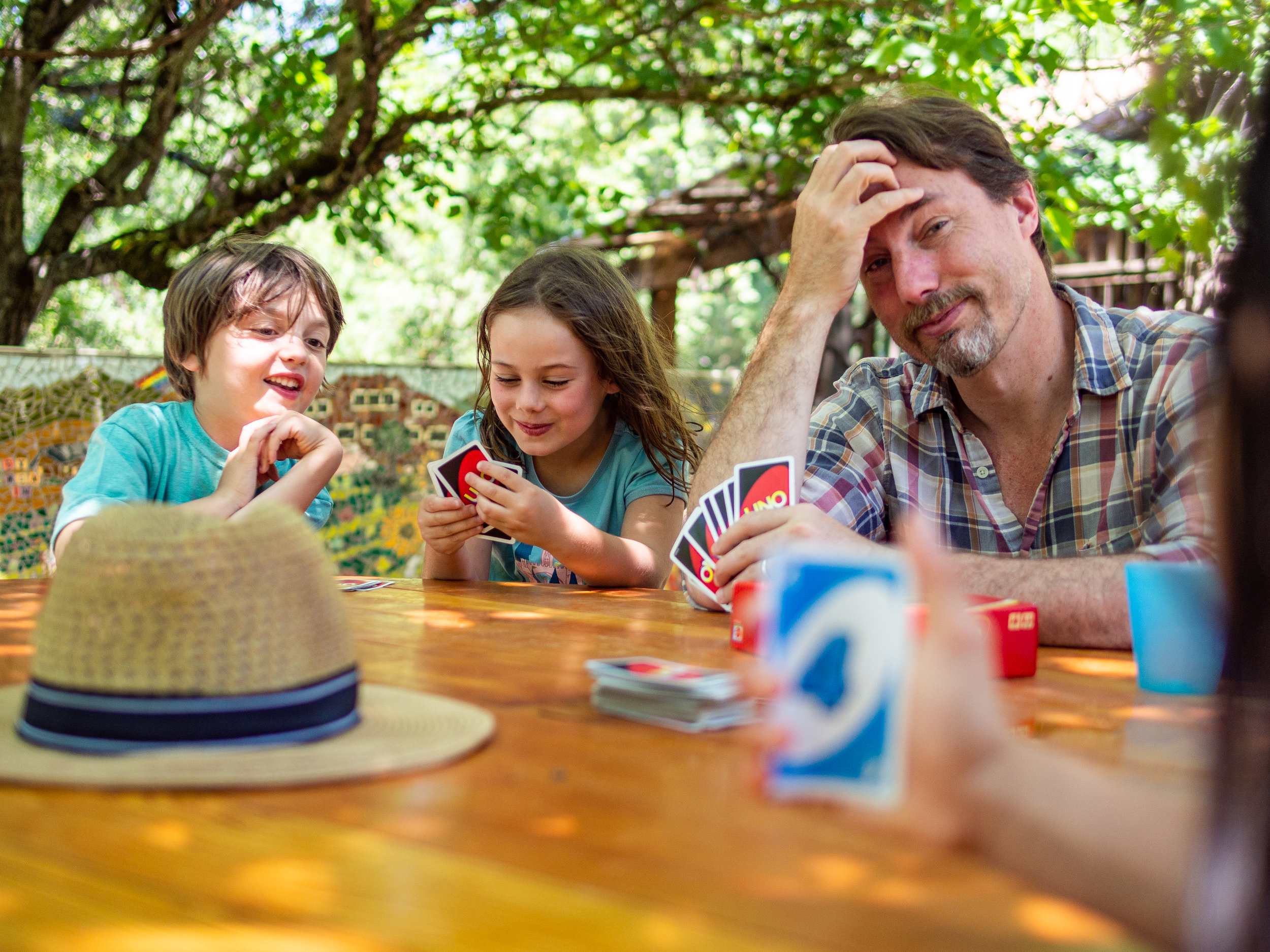 Bill, forced to take a vacation from his demanding job of keeping the World Wide Web up and running, showing these kids how Uno is actually played.