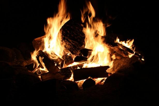 campfire-at-night.jpg