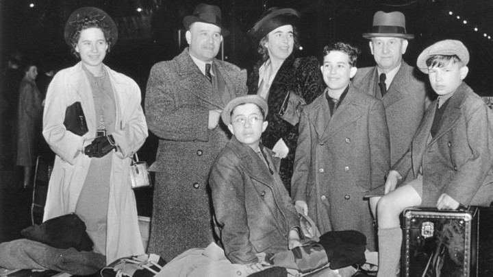 German Jews leaving Germany in the 1930s. (German Federal Archives. Photo courtesy Ethan Bensinger.)