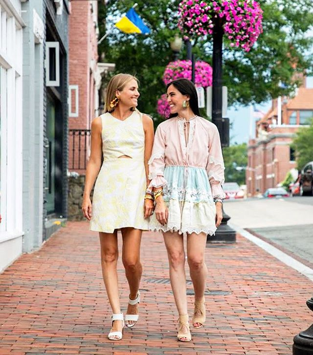 Just two gifting gals walking the magical streets of Georgetown. Anyone else a sucker for this classic DC neighborhood?  It just makes us happy. 💕💕💕