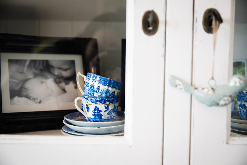 Blue Vintage cups in Dresser