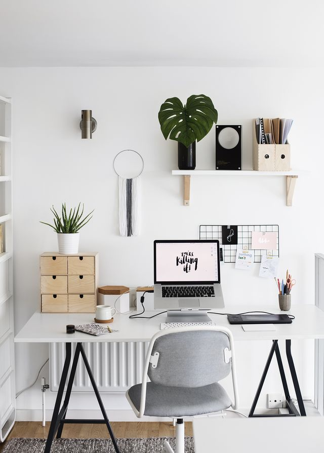 The Lovely Drawer's simply elegant workspace. Photo credit: The Lovely Drawer