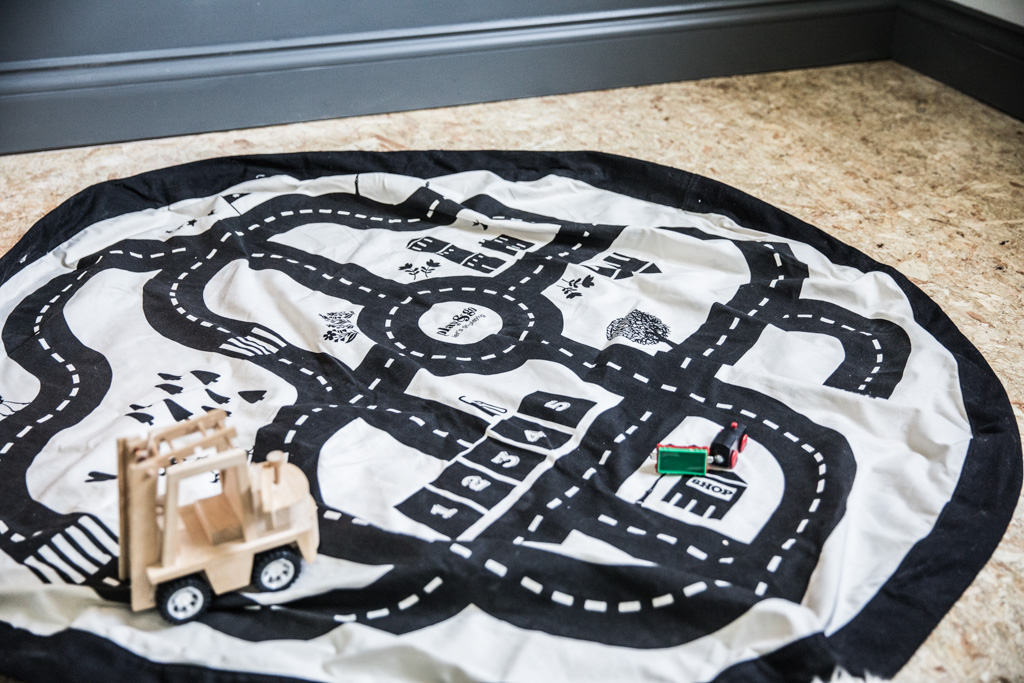 Play and go mat that doubles as a bag!