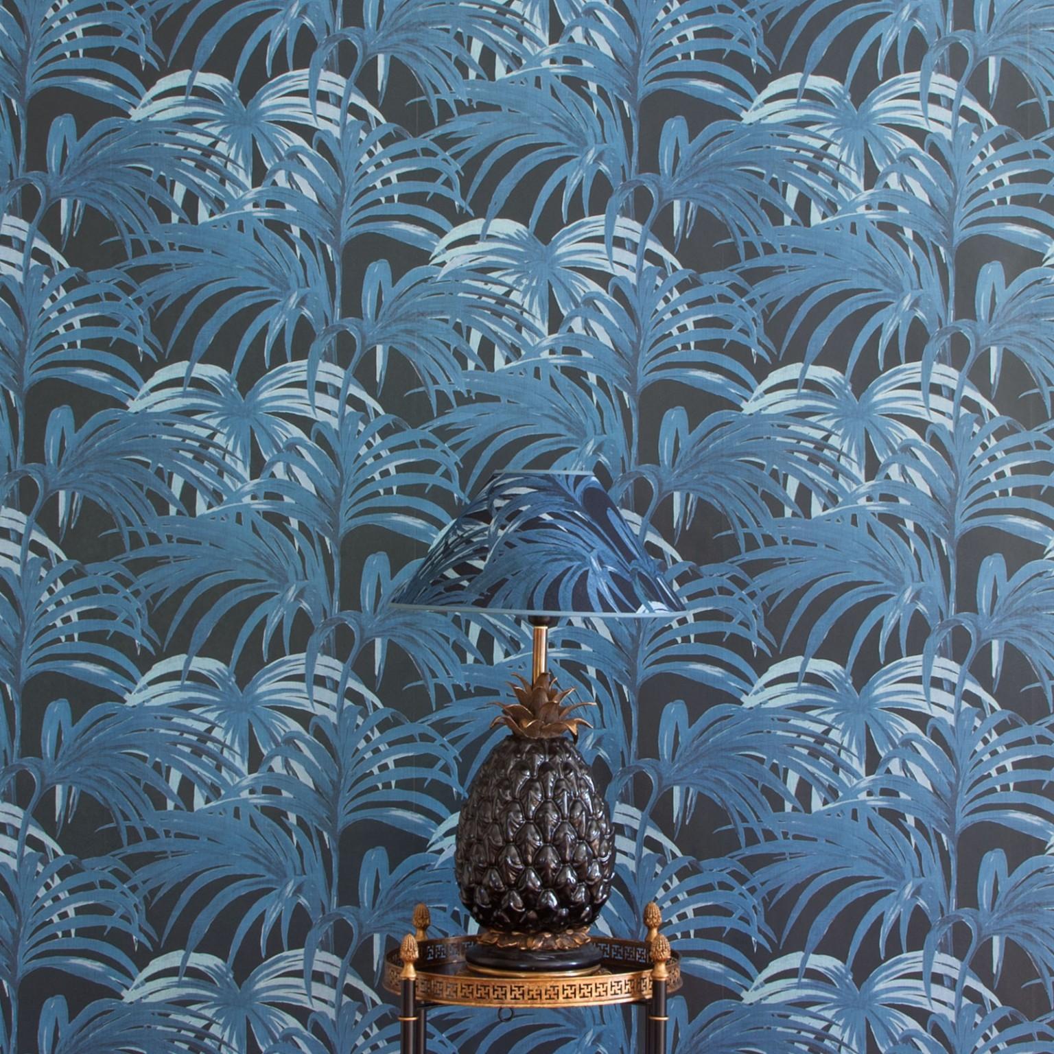 palmeral-luxury-wallpaper---midnight-azure-_-lamps.jpg