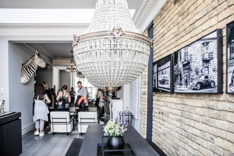 Livingetchousetours-DonnaFord2018 statement lighting