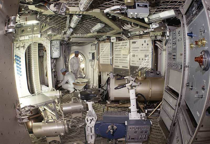 800px-The_Skylab_Orbital_Workshop_Experiment_Area_7030269.jpg
