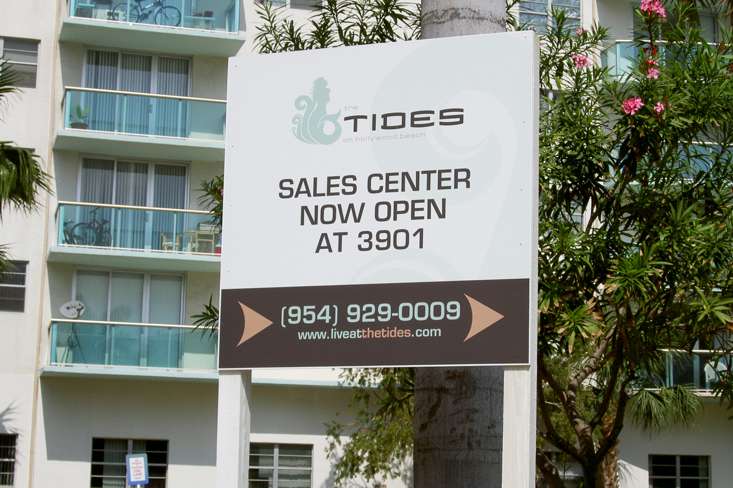 portfolio_signs_tides_sales_center.jpg