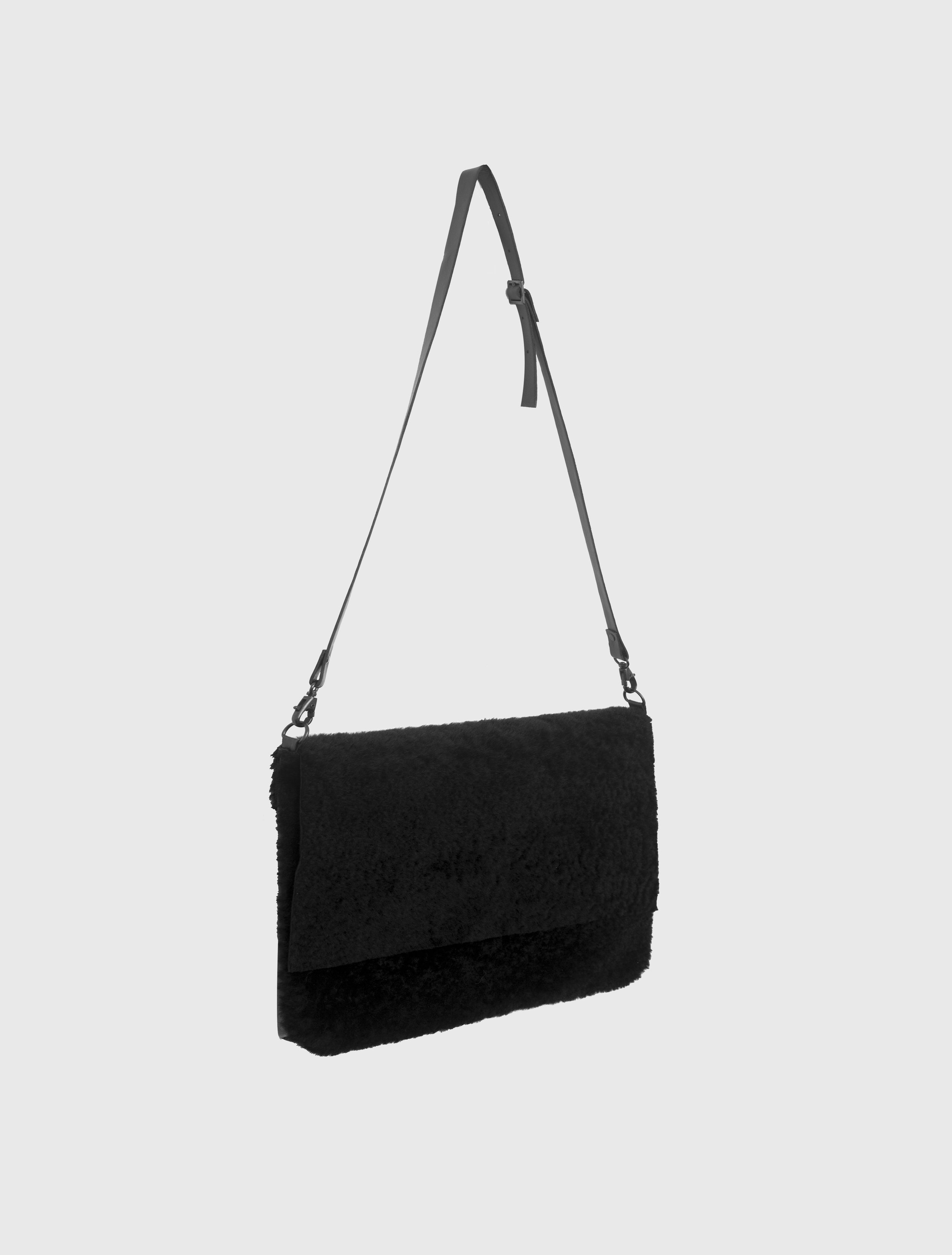 SHEEPSKIN SHOULDER BAG_0001_Layer 1.jpg