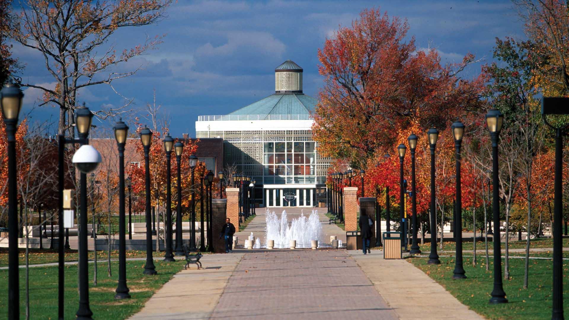 college-of-staten-island-main-walkway-lamp-posts-fountain-214.jpg