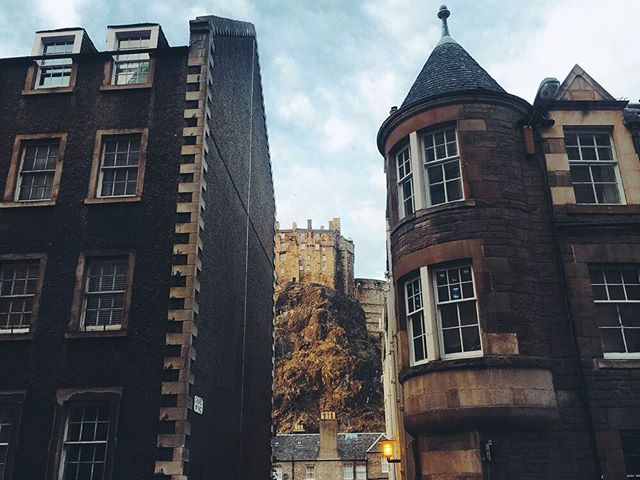 Walk slowly, keep your head up, you never know what's hiding behind each corner. . . . @visitscotland @thisisedinburgh #passionpassport #mytinyatlas #tlpicks #willjourney #welltraveled #doyoutravel #cntraveler #dametraveler #darlingweekend #lptraveler #thetravelwomen #suitcasetravels  #traveldeeper #liveauthentic #livefolk #expediapic #huffposttravel #darlingescapes #theeverygirltravels #wearetravelgirls #womenwhoexplore #suitcasetravels #passportcollective #scotspirit #lovescotland #visitscotland #edinphoto #thisisedinburgh
