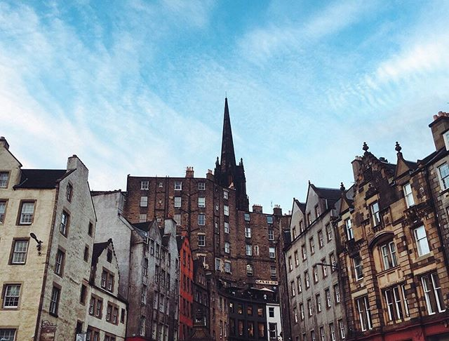 What's your favorite street in the world? This ones looking pretty dang romantic to me 😍. . . . @visitscotland @thisisedinburgh #passionpassport #mytinyatlas #tlpicks #willjourney #welltraveled #doyoutravel #cntraveler #dametraveler #darlingweekend #lptraveler #thetravelwomen #suitcasetravels  #traveldeeper #liveauthentic #livefolk #expediapic #huffposttravel #darlingescapes #theeverygirltravels #wearetravelgirls #womenwhoexplore #suitcasetravels #passportcollective #scotspirit #lovescotland #visitscotland #edinphoto #thisisedinburgh
