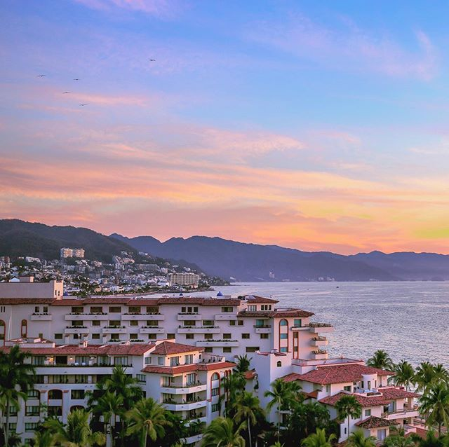 I'm drawn to countries with color, sunshine and smiling locals. Mexico is checking all those boxes. . . #exploremexico #visitpuertovallarta #mexico #puertovallarta #sunset #seemexico