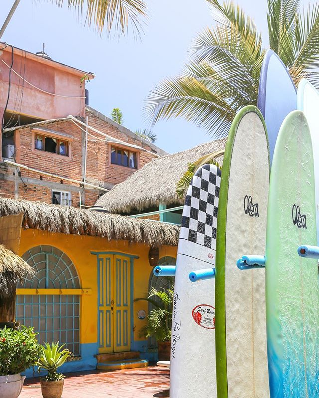 I read somewhere once that yellow houses sell faster. Maybe it's true, because walking down the winding cobblestone streets I couldn't take my eyes of this place. . . #seemexico #exploremexico #mexico #sayulita #travelmexico