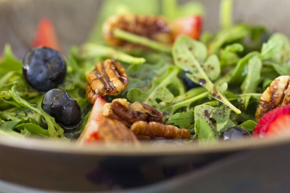Spinach and Arugula Pecan and Berry Salad Recipe