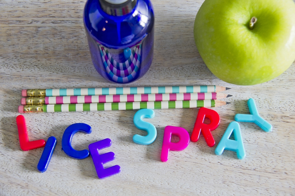 How to prevent head lice the all natural way, a recipe for lice prevention spray.