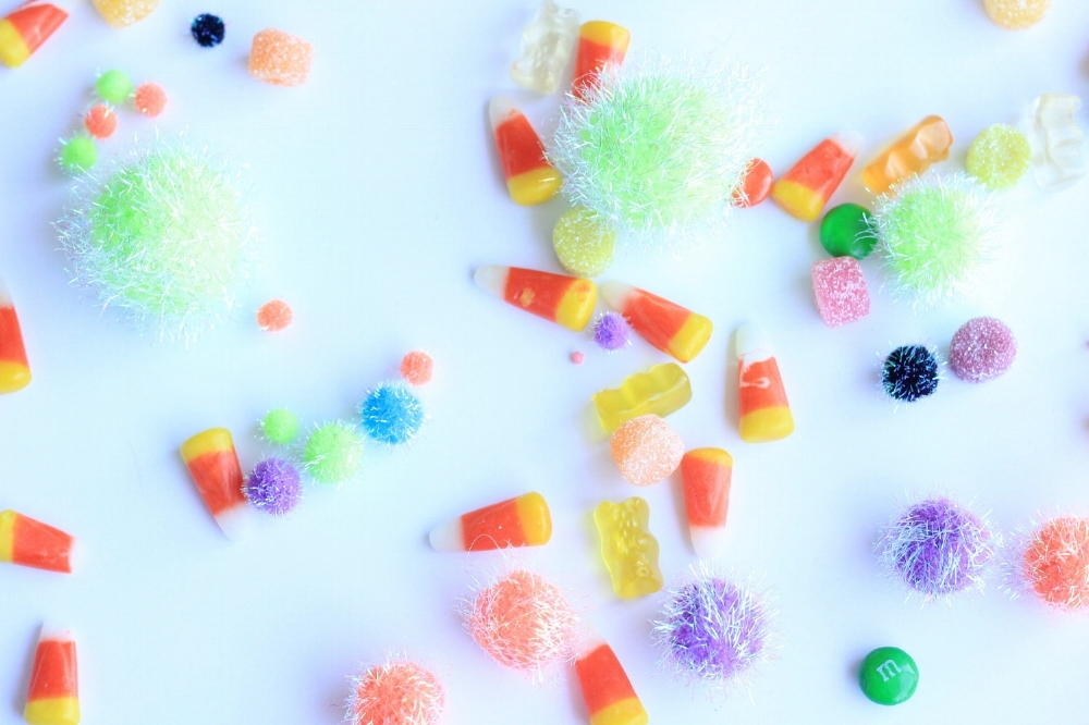 Do you ever wonder what types of treats are best to pass out on Halloween, here's a detailed list from a pediatric dentist and mother to two little ones!