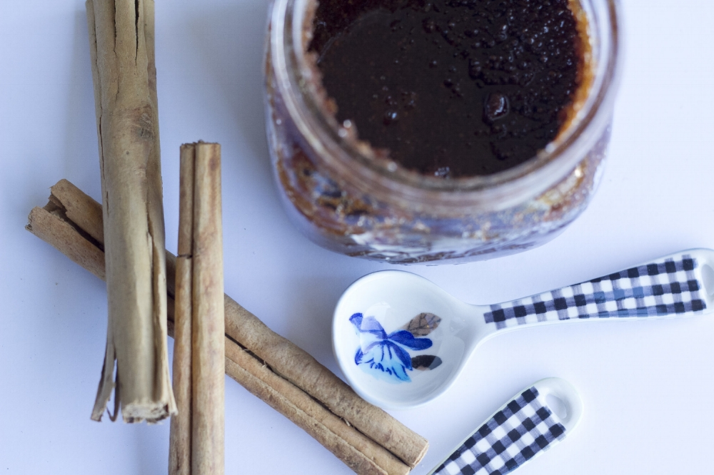 A body scrub to leave you feeling moisturized and comforted using natural ingredients. A perfect holiday DIY project!