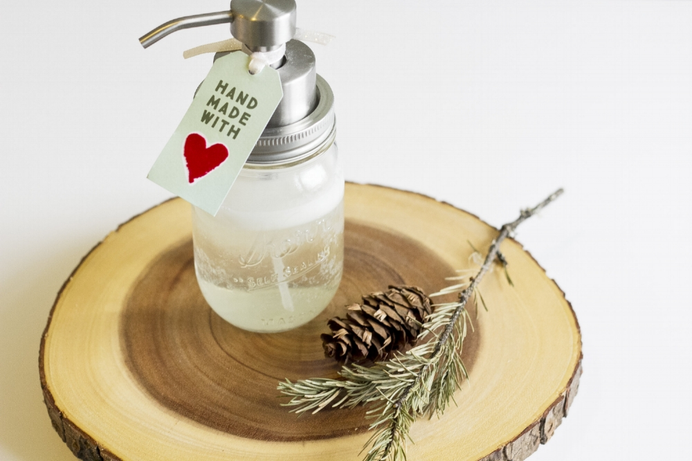 9 Easy and Festive Foaming Hand Soap Recipes For Keeping Your Hands Clean And Moisturized This Holiday Season
