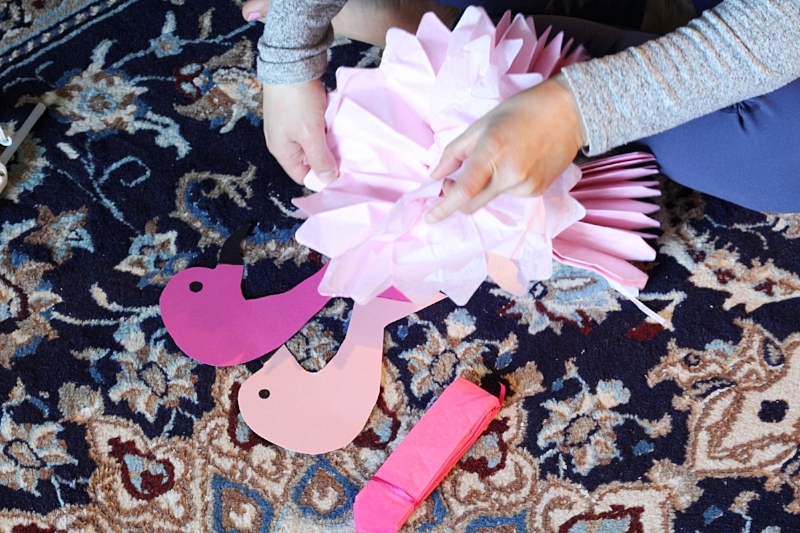 Cute and easy flamingo party decor. This adorable DIY flamingo banner is perfect for any tropical party, free template printable included!