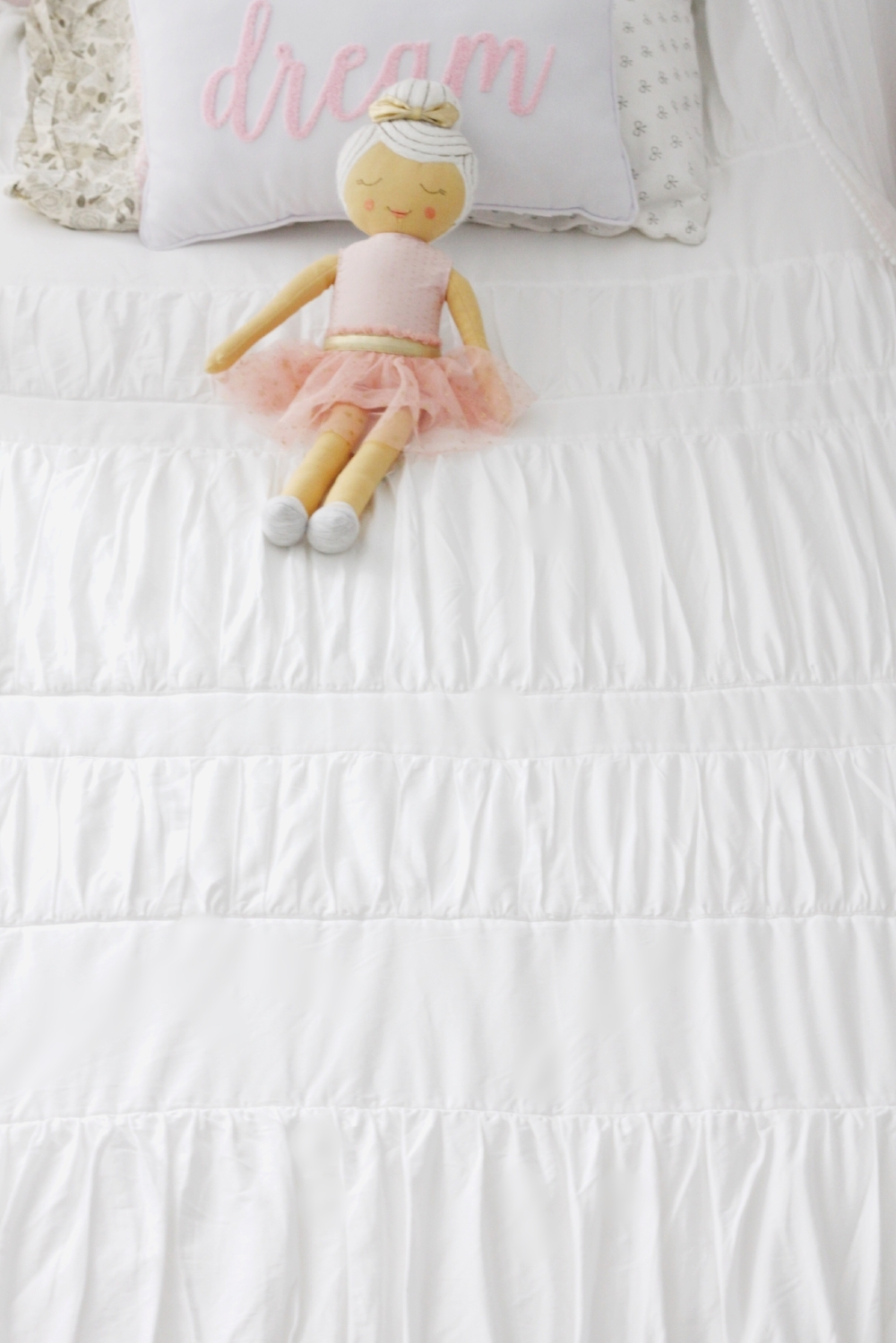Want an easy way to get your kids to make their own beds? Give Beddy's bedding a try, their unique all in one zip up bedding makes making the bed a breeze!
