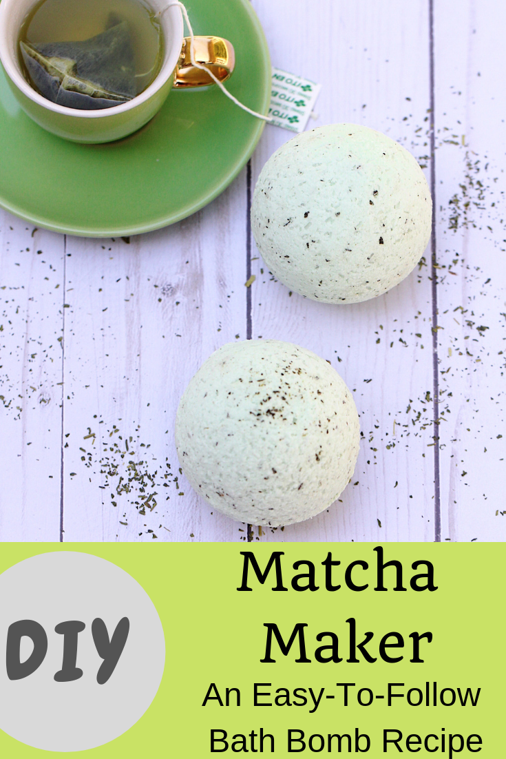 An easy bath bomb DIY recipe using green tea and essential oils. Bonus free printable labels perfect for gifting!